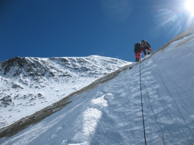 Climbing_through_the_Yellow_Band,_Mt._Everest,_-May_2007_a.jpg